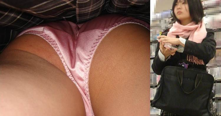 勉強も授業も真面目そうに受けるJKも意外と派手なピンク下着を着用w