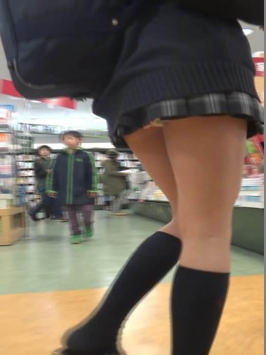JK_パンチラ_盗撮_エロ画像06