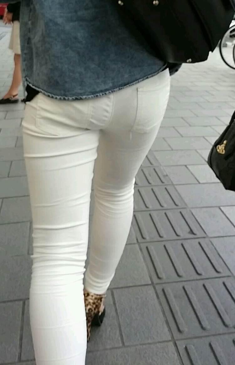 ヒョウ柄ハイヒールを履いた素人ギャルのムチムチな白パンツ姿を盗撮