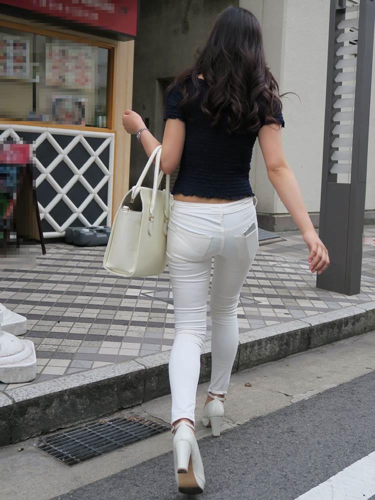 スレ違えば確実に振り返って下半身を見てしまうスタイル良い素人を街撮り