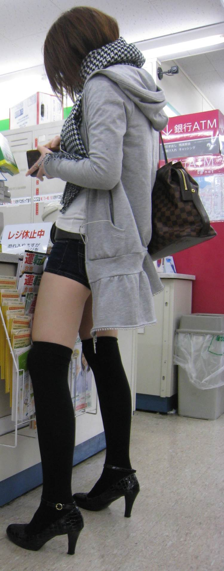 素人_ニーソックス_街撮り_盗撮_エロ画像07