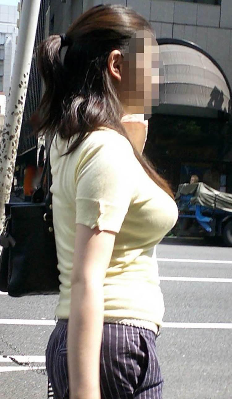 素人_着衣巨乳_街撮り盗撮_エロ画像02