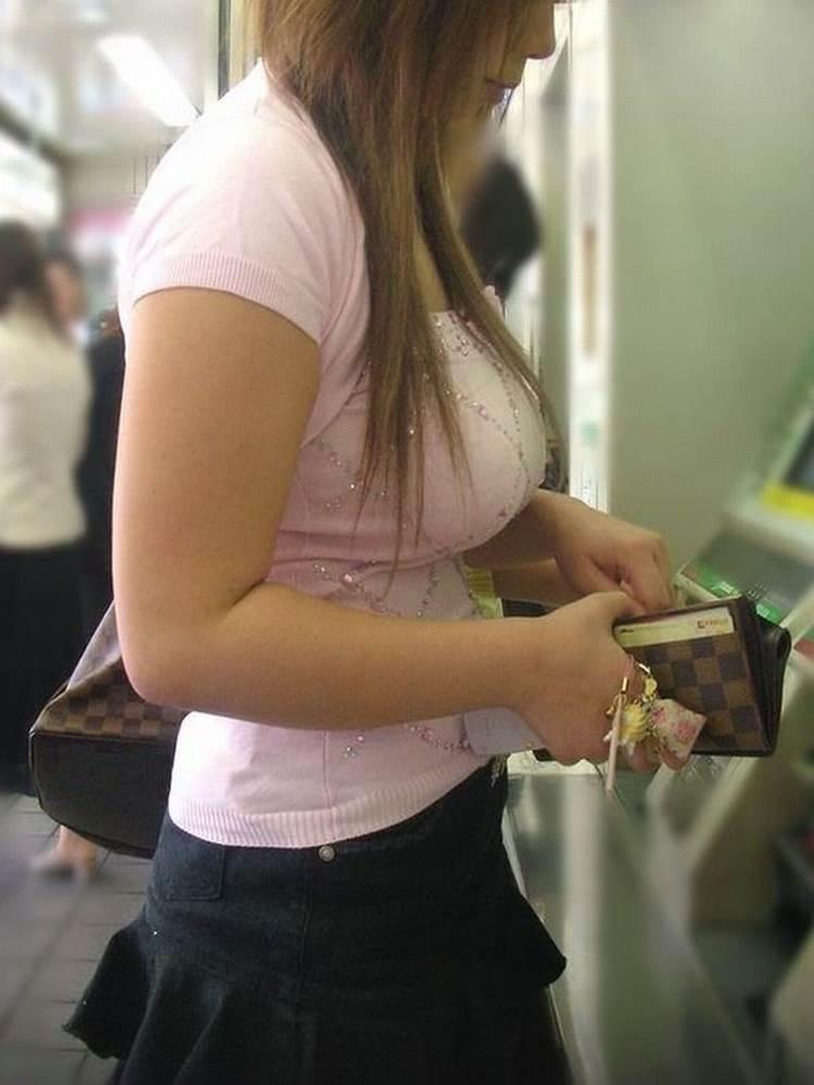 素人_着衣巨乳_街撮り盗撮_エロ画像12