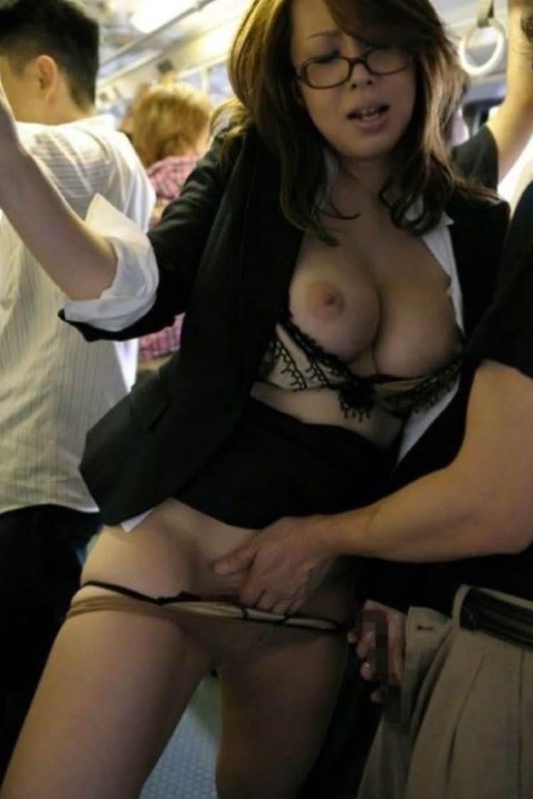 満員電車_痴漢_エロ画像13