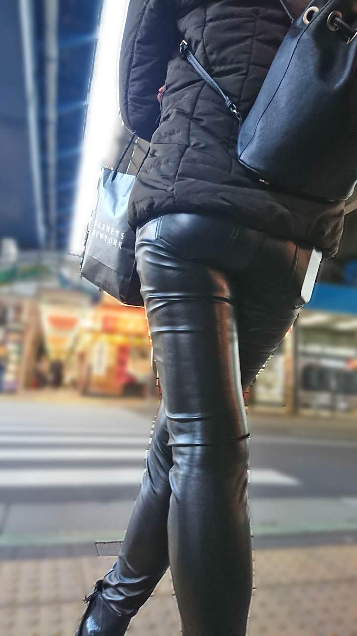レザーパンツ_革_街撮り_盗撮_エロ画像01