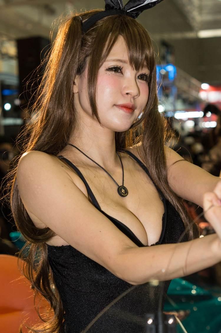 東京オートサロン2018_コンパニオン_胸の谷間_エロ画像04