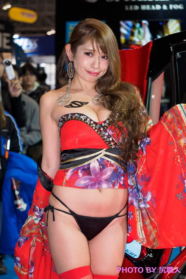 東京オートサロン2018_コンパニオン_胸の谷間_エロ画像21