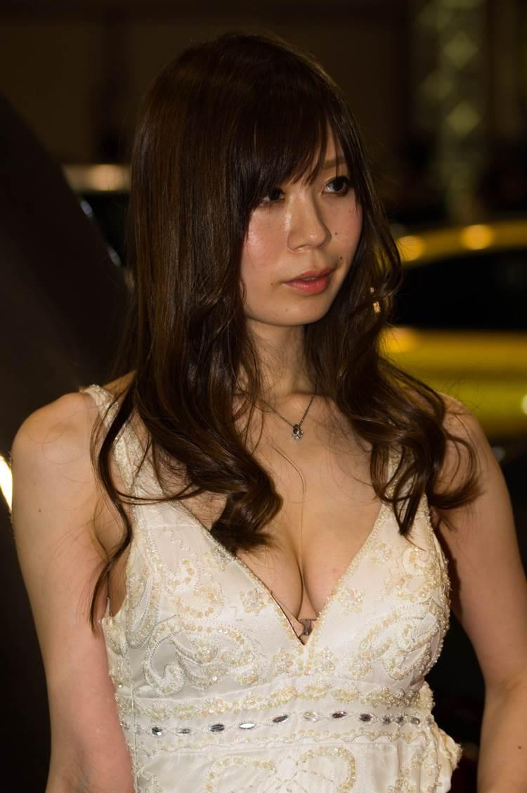 東京オートサロン2018_コンパニオン_胸の谷間_エロ画像22