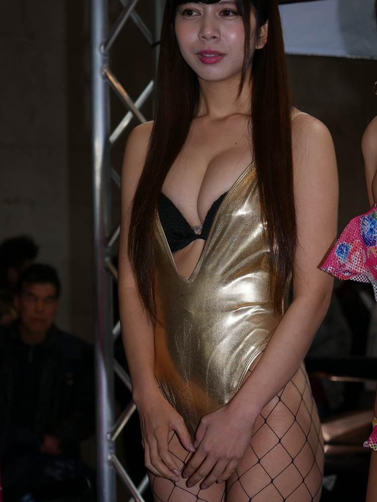 東京オートサロン2018_コンパニオン_胸の谷間_エロ画像39