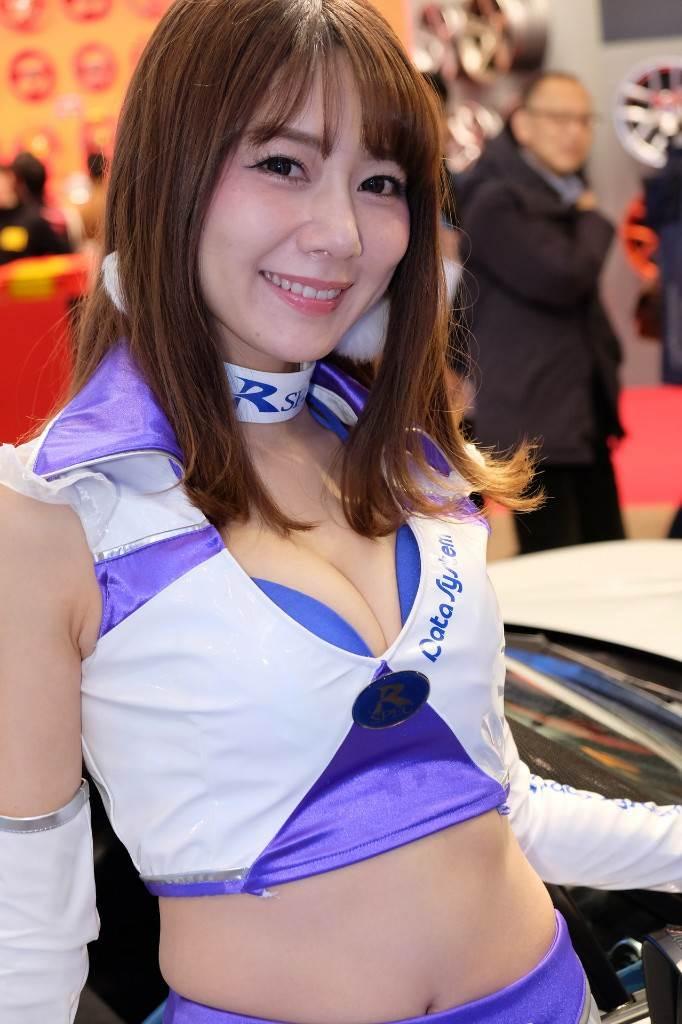 東京オートサロン2018_コンパニオン_胸の谷間_エロ画像49