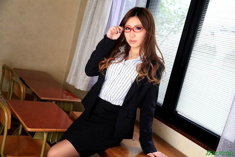 エロい女教師_メガネ_教室_エロ画像02