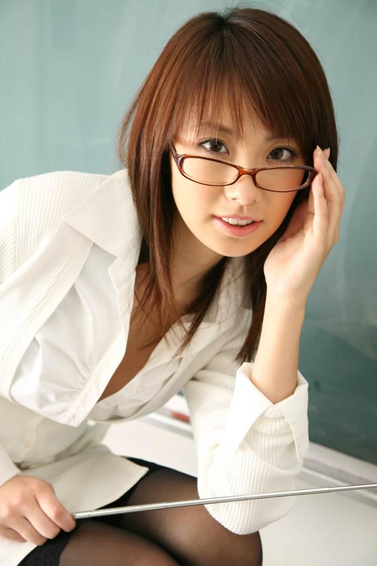 エロい女教師_メガネ_教室_エロ画像05