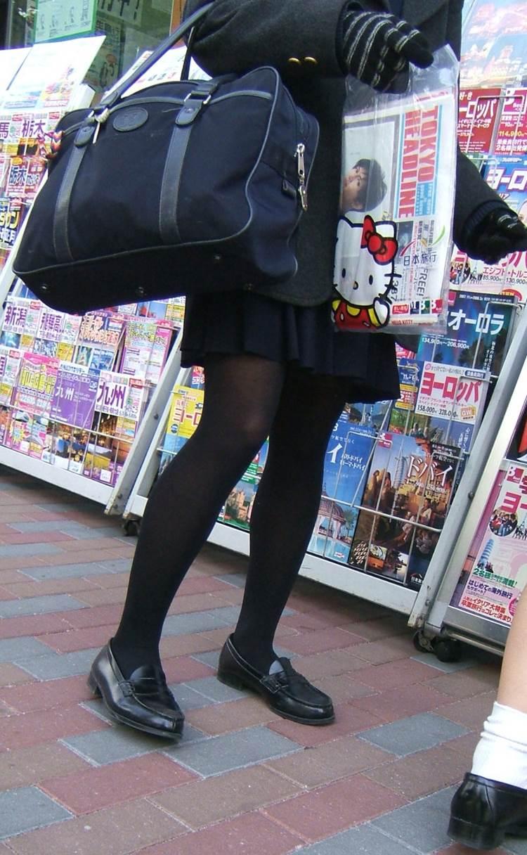 JK_黒タイツ_街撮り_盗撮_エロ画像12