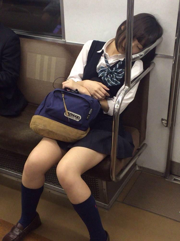 JK_居眠り_電車_盗撮_エロ画像08