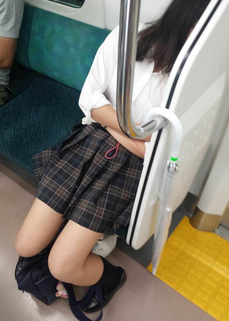 JK_居眠り_電車_盗撮_エロ画像09