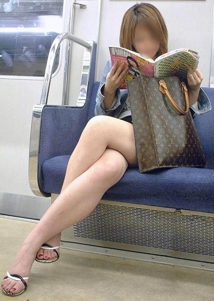 電車_足組み_生足_素人_盗撮_エロ画像04