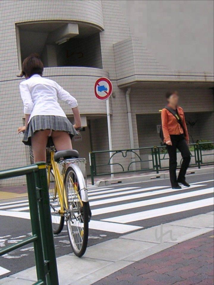 JK_自転車_立ちこぎ_パンチラ_盗撮_エロ画像01