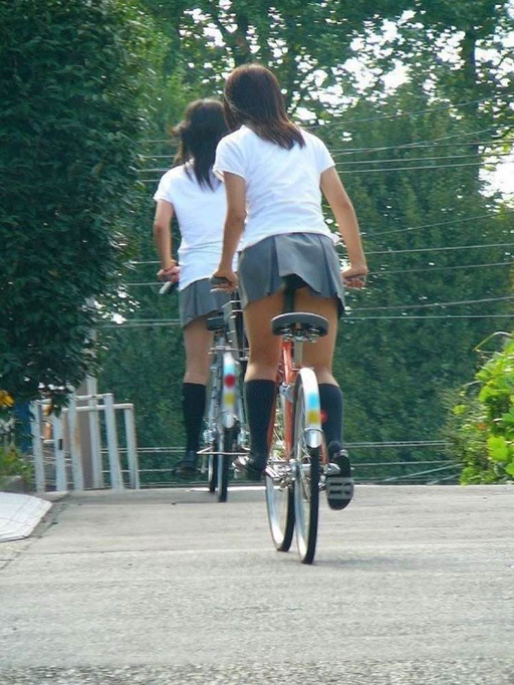 JK_自転車_立ちこぎ_パンチラ_盗撮_エロ画像04