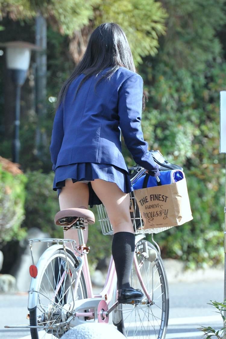 JK_自転車_立ちこぎ_パンチラ_盗撮_エロ画像05