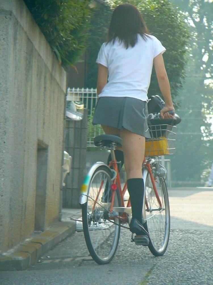 JK_自転車_立ちこぎ_盗撮_エロ画像08