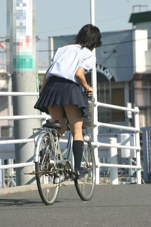 JK_自転車_立ちこぎ_盗撮_エロ画像10