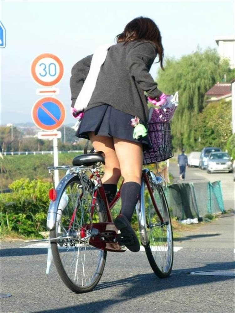 JK_自転車_立ちこぎ_盗撮_エロ画像11