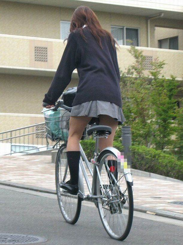JK_自転車_立ちこぎ_盗撮_エロ画像12