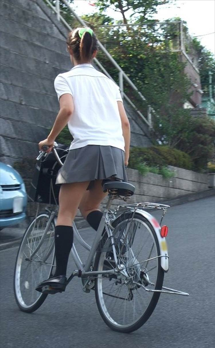 JK_自転車_立ちこぎ_盗撮_エロ画像13