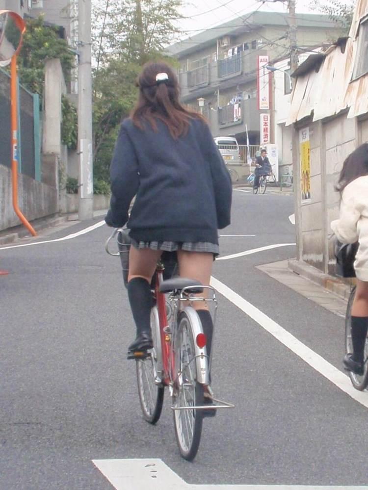 JK_自転車_立ちこぎ_盗撮_エロ画像16