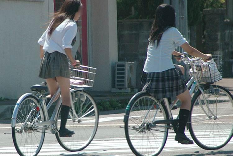 JK_自転車_立ちこぎ_盗撮_エロ画像17