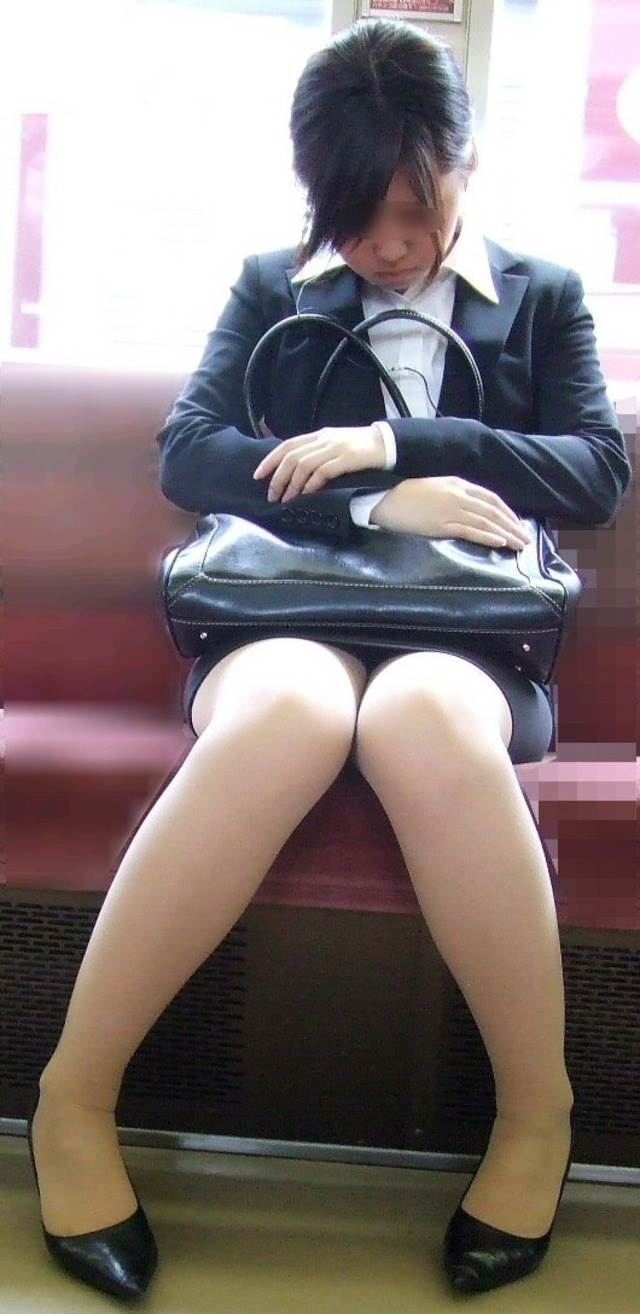 リクルートスーツ_電車_盗撮_エロ画像04
