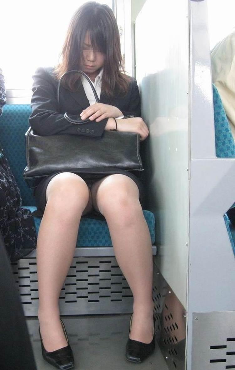 リクルートスーツ_電車_盗撮_エロ画像05