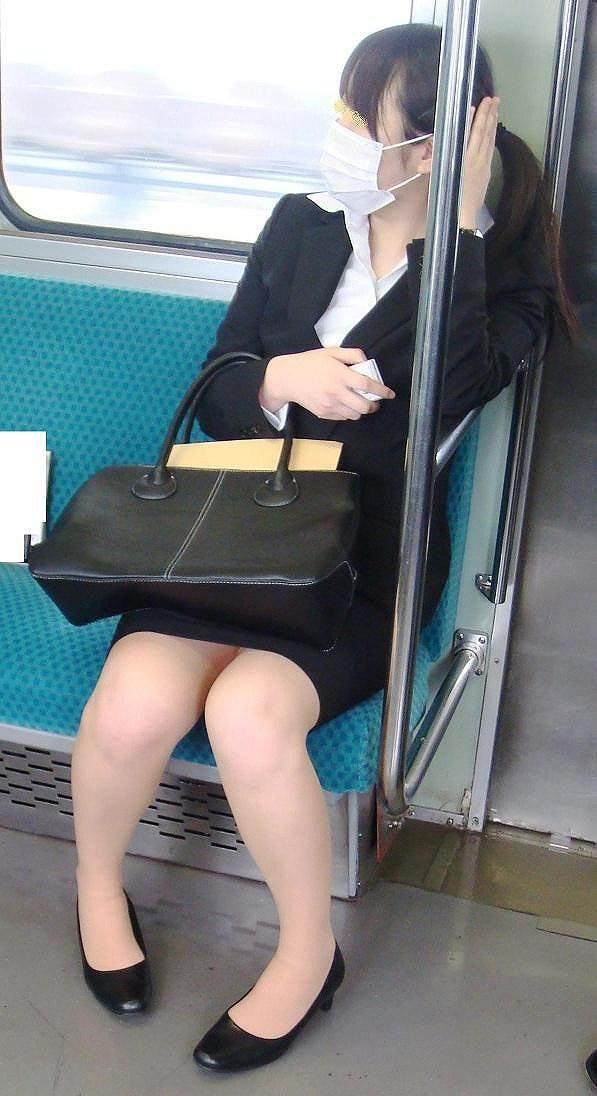 リクルートスーツ_電車_盗撮_エロ画像07