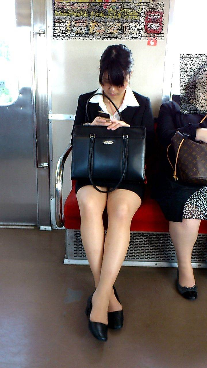 リクルートスーツ_電車_盗撮_エロ画像08
