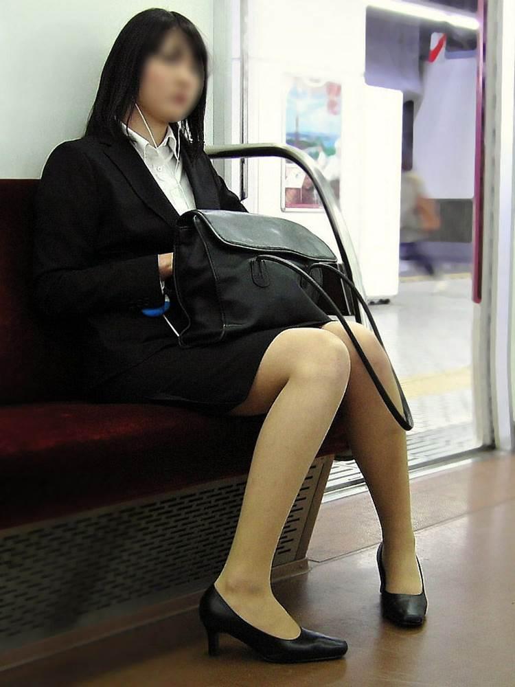 リクルートスーツ_電車_盗撮_エロ画像09