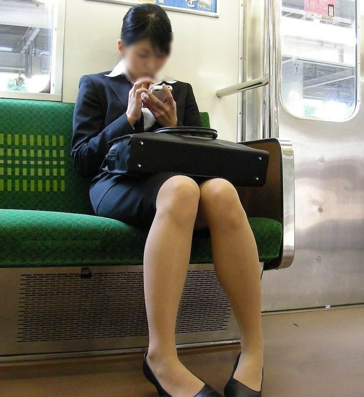 リクルートスーツ_電車_盗撮_エロ画像10