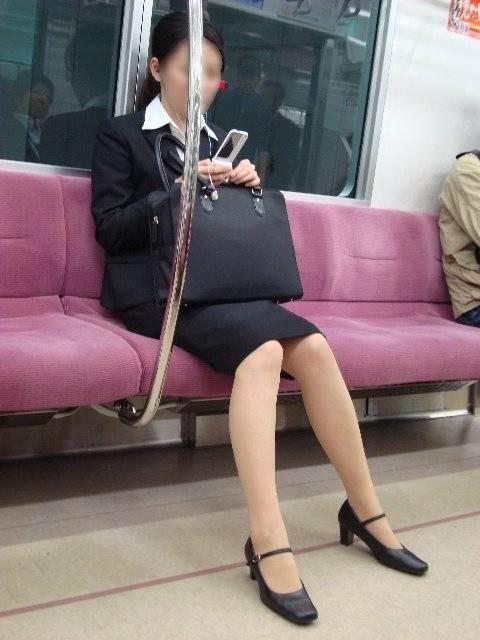 リクルートスーツ_電車_盗撮_エロ画像11