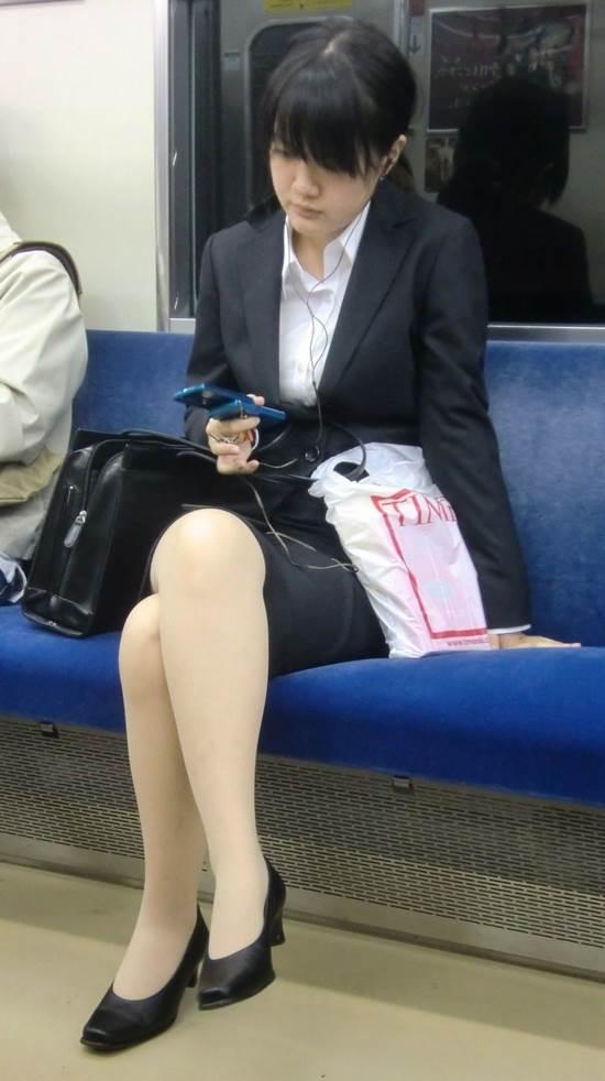 リクルートスーツ_電車_盗撮_エロ画像12