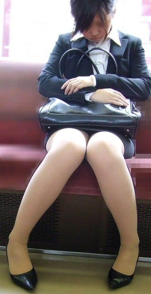 リクルートスーツ_電車_盗撮_エロ画像15