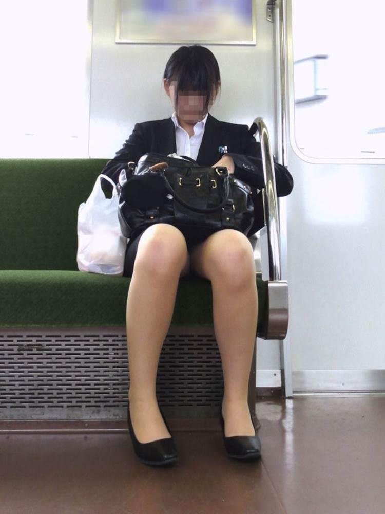 リクルートスーツ_電車_盗撮_エロ画像18
