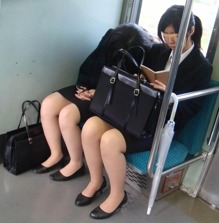 リクルートスーツ_電車_盗撮_エロ画像19