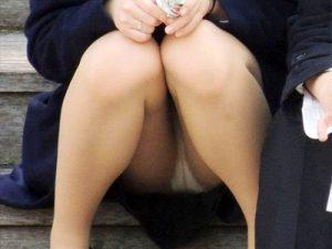 【OLパンチラ盗撮エロ画像】タイトスカートのチラ率高めww街中やオフィスでパンチラ事故する素人を隠し撮りww