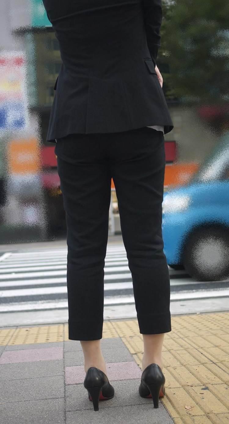 素人_OL_黒パンツ_街撮り_盗撮_エロ画像03