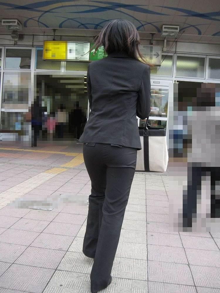 素人_OL_黒パンツ_街撮り_盗撮_エロ画像10