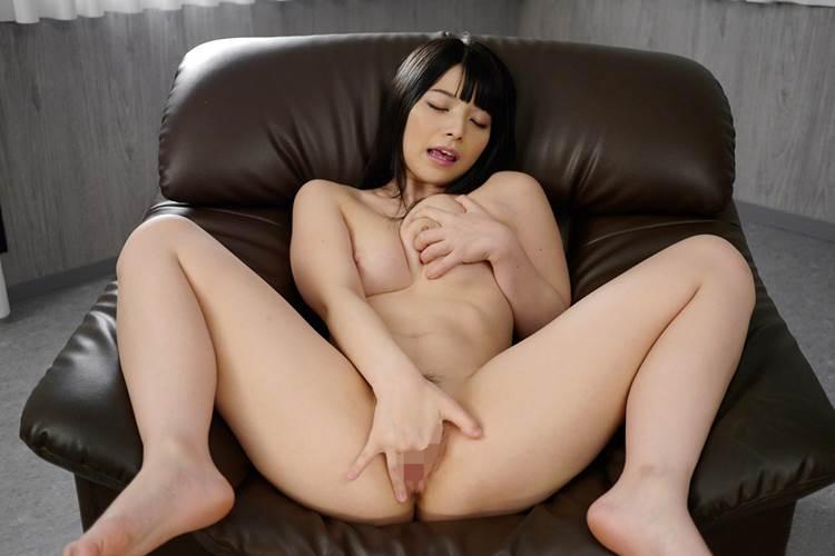 M字開脚_指オナニー_エロ画像02