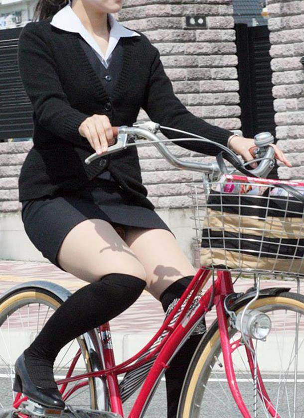OL_タイトスカート_自転車_盗撮_エロ画像11