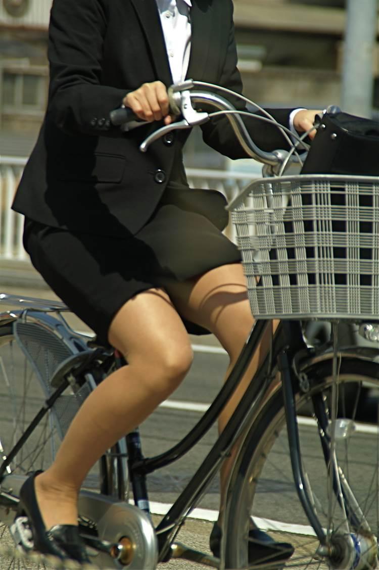 OL_タイトスカート_自転車_盗撮_エロ画像16