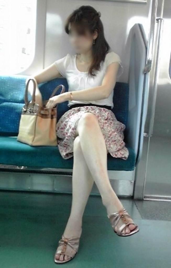 電車_生足_露出_盗撮_エロ画像07