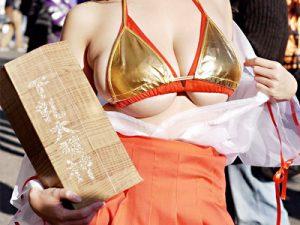 【下乳コスプレエロ画像】コスイベントで露出ww貧乳から巨乳までオッパイがハミ出たレイヤーたちww