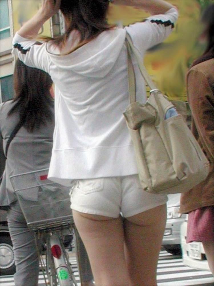 白ホットパンツ_街撮り_盗撮_エロ画像09